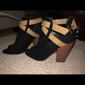 JUST FAB OPEN TOE BOOTIES SIZE 6.5
